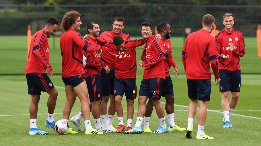 Spillerne på treningsfeltet før kamp mot Burnley. Foto: Arsenal.
